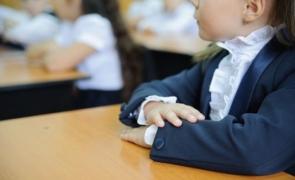 Ce se întâmplă dacă un copil are simptome COVID la școală