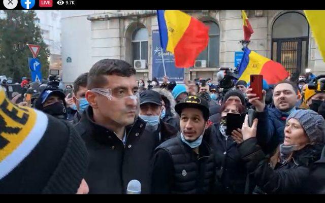 LIVE VIDEO – Simpatizanții AUR, conduși de George Simion, protestează la Ministerul Sănătății