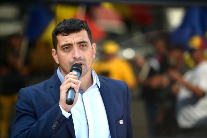 Se anunta un protest mare !Liderul AUR, George Simion: Voiculescu și Arafat au timp până mâine, la ora 5, să-și dea demisiile. Nu glumim!