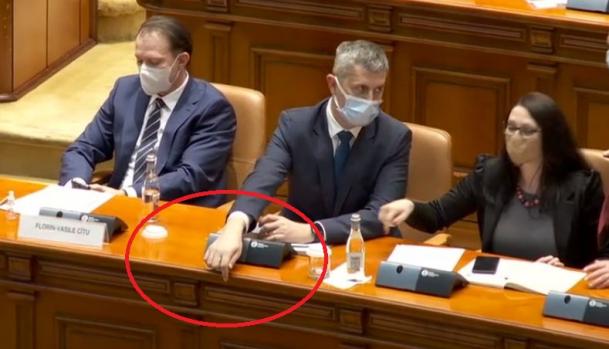 Atunci cand te crezi conte de USR !!! Rareș Bogdan îl taxează pe Barna după gestul cu ochelarii: Nu trebuie să fim conți și alte titulaturi de genul acesta