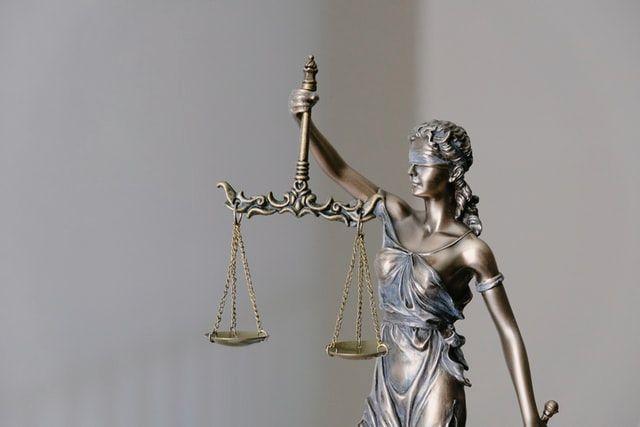Scandalos: o judecătoare nu a arestat un violator pedofil pentru că nu au fost proteste publice