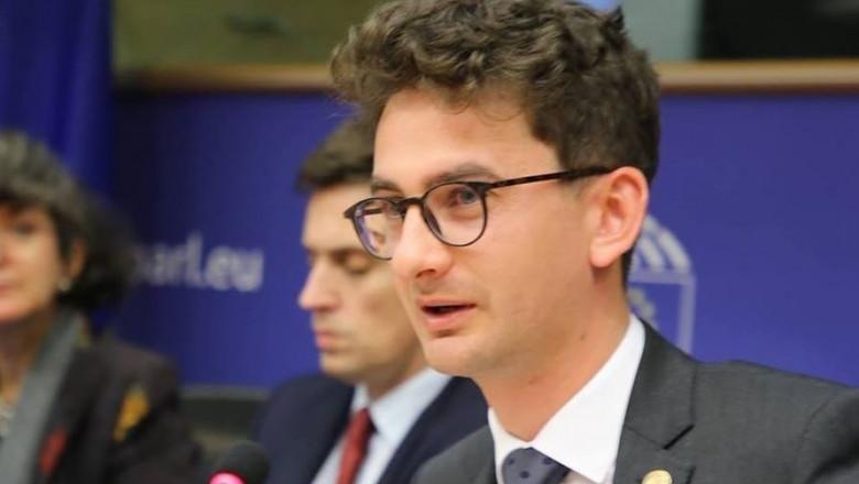 Certurile pe portofoliile ministeriale au început să iasă la suprafața. Iulian Bulai vrea desființarea Ministerului Afacerilor Interne